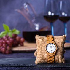 """Wie der samtige Geschmack eines Weines -  so erlesen ist auch die Barrique Damenuhr mit dem klingenden Namen """"Blanc de blanc"""". Sie wird aus echtem französischen Allier Eichenfass hergestellt, das für die Weinreifung in Frankreich und Österreich benutzt wurde und nun absolut neuer, innovativer Verwendung zugeführt wird: nämlich eine außergewöhnlich schöne Waidzeit Holzuhr. Ihr edles Aussehen wird durch das besonders schöne Perlmutt-Ziffernblatt, das mit Kristallsteinen besetzt ist… Wood Watch, Accessories, White People, Wine Cask, France, Nice Asses, Wooden Clock, Jewelry Accessories"""
