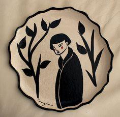 plate, ceramic illustration , black and white.   plato de ceramica, ilustración en blanco y negro.