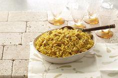 Le biryani est un plat traditionnel indien aux mille et une variantes qui se compose habituellement d'un mélange de riz, d'épices, de légumes ou de viande. Notre version de ce classique contient du poulet, du riz basmati, de l'oignon, de l'ail et un mélange d'épices. Vous verrez comme ce plat mijoté tout-en-un est un véritable délice! Kraft Recipes, Rice Recipes, Casserole Recipes, Indian Food Recipes, Indian Foods, Ethnic Recipes, What's Cooking, Cooking Recipes, Biryani Chicken
