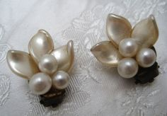 Vintage 1950s Faux Pearl FLORAL Flower Clip On Earrings #Unbranded