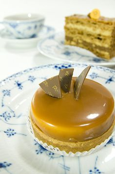 Tarte Caramel au Beurre Sale, Pierre Hermé, Omote-Sando by yuichi. Cupcakes, Cupcake Cakes, Tarte Caramel, Fun Desserts, Dessert Recipes, French Patisserie, Beautiful Desserts, Food Tasting, Specialty Cakes