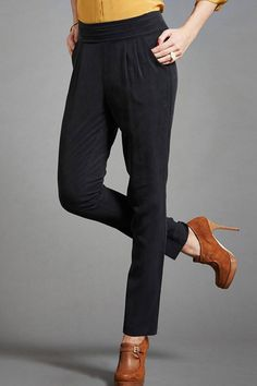Pantalon 3 Suisses Triangle Body Shape, Boho Rock, Pantalon Cigarette, Body Shapes, Dressing, Casual, Pants, Pear, Couture