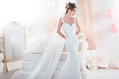 Beautiful mermaid gown in tulle and chantilly lace.