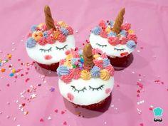 Receta de Cupcakes de unicornio con fondant #RecetasGratis #ResposteríaFácil #RecetasdeCocina #RecetasFáciles #Postres #Repostería #Cupcakes #Unicorn #UnicornCake #UnicornParty #Unicornio Fondant, Birthday Candles, Birthday Cake, Le Chef, Cake Decorating, I Am Awesome, Food Porn, Desserts, Google