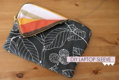 laptopsleeve Tutorial with zipper:  http://www.thelateafternoon.com/diy-laptop-sleeve