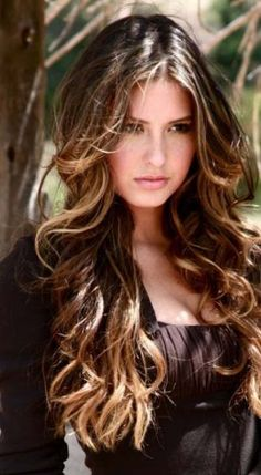 Brunette beauty Taliana Vargas was Miss Universe Colombia 2008 (born Love Hair, Great Hair, Gorgeous Hair, Amazing Hair, Hello Gorgeous, Corte Y Color, Tips Belleza, Pretty Hairstyles, Wavy Hairstyles