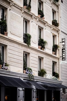 The neo-classical building that houses Le Pigalle is done in the local Parisian style known as La Nouvelle Athènes and features conic moldings and friezes. The neon signs that adorn the exterior reference the frequent use of neon throughout the Pigalle neighborhood.