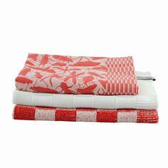 Rode geblokte en witte gebreide keukendoek van Knit-tet + Insecten theedoek van Studio Job. #Dutch_design