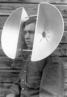 Hörgerät: Die niederländische Entwicklung aus den dreißiger Jahren ...  Da sind wir doch froh das die Hörgeräte heutzutage so klein sind!