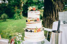 Eine wunderschöne Hochzeitstorte mit offenen Böden. Traumhaft. Dieses Bohe-Stil hat uns voll erwischt ♥ Wedding cake Naked Cakes, Partys, Margarita, Desserts, Food, Pies, Cakes, Wedding Pie Table, Nice Asses