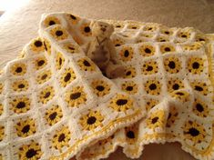 yellow sunflower crochet baby blanket // make with hexis instead