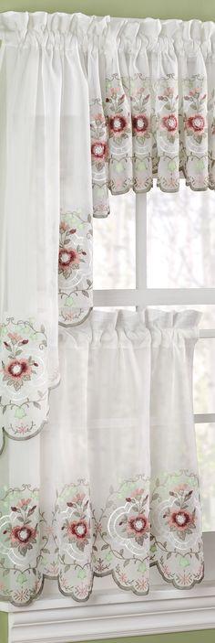 Bonitas cortinas para decorar una cocina