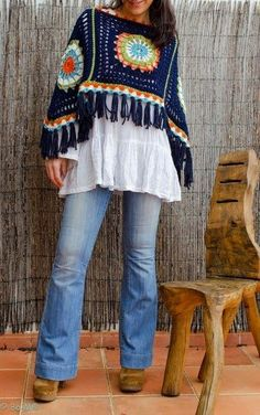 Bo-M cool gypsy mexican folk style cropped poncho crochet top to make for all frida lovers around the art room or to keep out the chill as autumn comes along Crochet Bolero, Poncho Au Crochet, Pull Crochet, Knit Crochet, Mode Hippie, Mode Boho, Hippie Boho, Granny Square Poncho, Poncho Design