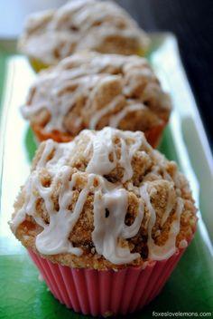Struesel Cupcakes - perfect for breakfast, brunch or dessert! | foxeslovelemons.com