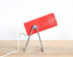 Petite lampe sur pied, orientable, des années 70 leshappyvintage.fr