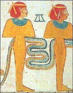 En la tumba de un noble llamado Meketre (2000 AEC), hay una escena de granja donde se muestran individuos pelirrojos. El Faraón Amenemhet III parece nórdico en sus representaciones. Un escriba egipcio en Saqqara, entorno al año 2500 AEC, es representado como de ojos azules.