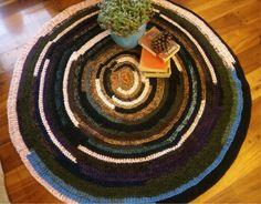 Winter carpet. Woven with extra thick wool. Alfombra tejida con sobrantes de lana gruesa Blog de tejidos, diseño, reciclado, crochet, recycling, tissues, home decor, carpets, cushions