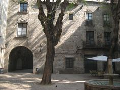 SIGHTS. Museu Del Calçat. Museu del Calçat or the Shoe Museum is located in the Gothic Quarter of Barcelona. It accommodates the Shoemakers Guild House- headquarters of the brotherhood of the master shoemakers.