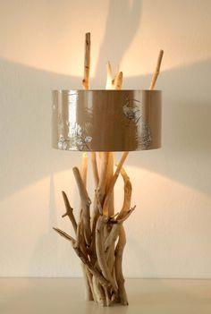 Unikat-Treibholzlampe FLORA & FAUNA mit einem Sockel by manunatura