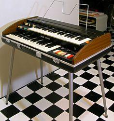 AceTone最後期のコンボオルガン、コンパクトサイズのベビーダブル鍵盤X-3です。アッパー鍵盤部に多列接点&9種ドローバー装備し、ハモンドライクなリッチ...