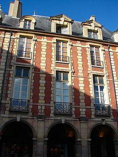Hôtel du Cardinal de Richelieu (1605-1612) 21, place des Vosges Paris 75003.