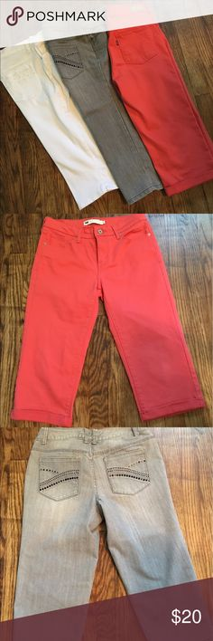 🌞Colorful denim Capri bundle🌞 EUC denim Capri bundle. Coral orange are Levi's. Grey are Christopher and Banks. White is Gloria Vanderbilt. All have been barely worn and are free from flaws. Smoke and pet free Levi's Pants Capris