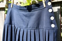 vintage chaus pleated navy skirt - size 10 - jloriginals $25 on @Etsy