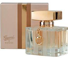Gucci by Gucci mejor perfume para mujer 2014          El mejor perfume para mujer del 2014 de nuestra lista es Gucci. La marca Gucci es una de los más populares en todo el mundo,  es la fragancia favorita de muchas famosas y ofrece además un diseño elegante y exclusivo.  Gucci by Gucci para  mujer está elaborado con una mezcla excelente de la flor de tiaré, con otros ingredientes, como la pera, y Honeyed pachulí. Ideal para las ocasiones especiales.
