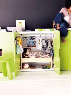 La habitación de las muñecas dentro de un mueble. Ikea 14  http://www.x4duros.com/2013/07/novedades-del-catalogo-ikea-2014-ninos.html