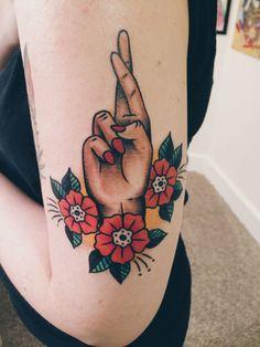 Fingers Crossed Tattoo von Barrett Fiser bei Electric Tattoo, Asbury Park, NJ - t a t t o o s - Tattoo Finger Tattoos, Leg Tattoos, Body Art Tattoos, Sleeve Tattoos, Tatoos, La Ink Tattoos, Glitter Tattoos, Nature Tattoos, Tatto Skull
