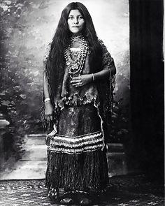 Portraits-vintage-de-jeunes-amerindiennes-fin-1800-debut-1900-19