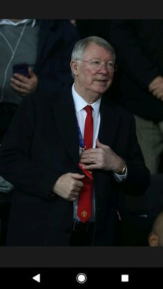 Alex the main man Ferguson at tonight's famous over psg well done ole gunner solskaer and the team tonight Psg, Manchester United, Fans, The Unit, Wallpapers, Photos, Fictional Characters, Man United, Wall Papers