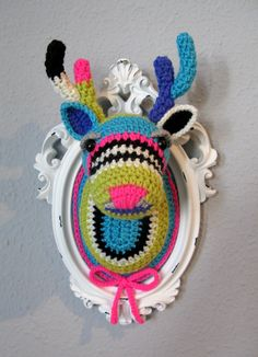 crochet deer head - If the colors were different, this would be ADORABLE for a little boy's room