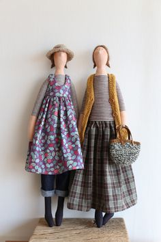 I love the colors Doll Clothes Patterns, Doll Patterns, Doll Toys, Baby Dolls, Homemade Dolls, Fabric Animals, Fabric Toys, Sewing Dolls, Waldorf Dolls