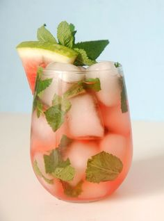 This Minted Watermelon Cocktail is a refreshing drink made with watermelon vodka, watermelon juice and mint. Vodka Drinks, Party Drinks, Cocktail Drinks, Fun Drinks, Cocktail Recipes, Alcoholic Drinks, Beverages, Watermelon Cocktail, Watermelon Mint