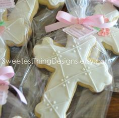 Cross Cookie / First Communion / Christening / Baptism Favor by The Sweetest Thing - Designs and Events. via Etsy. First Communion Favors, Baptism Favors, First Holy Communion, Baptism Ideas, Christening Cookies, Christening Party, Bautizo Cakes, Cross Cookies, Confirmation Cakes
