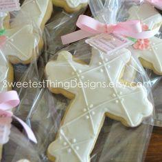 Tengo unas chicas que hacen unas cookies deeeliciosas y de mil formas ... estan estan muy ridículas pero es una buena idea para la mesa de postres ... Cross Cookie / First Communion / Christening / Baptism Favor by The Sweetest Thing - Designs and Events. $3.50, via Etsy.