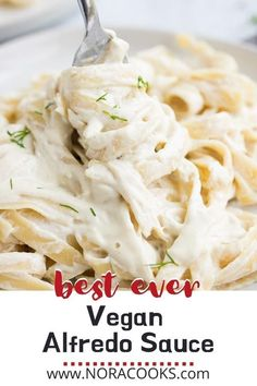 This is the best Vegan Alfredo Sauce ever! Easy to make with just a handful of ingredients and ready in 15 minutes or less. No one will know it's vegan! Delicious Vegan Recipes, Healthy Recipes, Healthy Meals, Sauce Recipes, Pasta Recipes, Vegan Alfredo Sauce, Vegan Blogs, Vegan Pasta, Dinner Sides