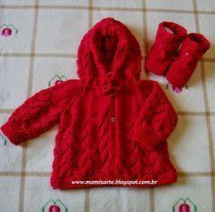 Crochet et Tricot da Mamis: Casaquinhos com Capuz em Tricot para Bebê - Receitas Baby Cardigan Knitting Pattern Free, Kimono Pattern, Crochet Cardigan Pattern, Knit Baby Sweaters, Knitted Baby Clothes, Knitting For Kids, Baby Knitting, Knit Baby Shoes, Baby Girl Patterns