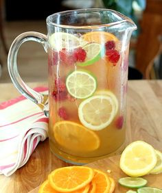 Vodka and Limoncello Sangria with Raspberries | Creative-Culinary.com