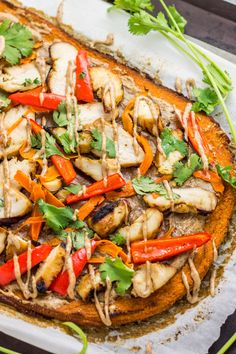This paleo thai chicken sweet potato flatbread is gluten free, dairy free, and the perfect healthy meal or appetizer Paleo Chicken Recipes, Paleo Recipes, Potato Recipes, Paleo Meals, Thai Recipes, Pizza Recipes, Yummy Recipes, Free Recipes, Thai Chicken