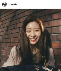 ❝ I'm not into girls, stop shipping me with minjoo. ❞ ― wherein chaewon is still denying her feelings towards minjoo. Cute Love Memes, Kim Min, Kpop Girls, Girl Crushes, My Girl, Wattpad, Feelings, Hair Styles, Face