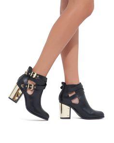 That metallic heel