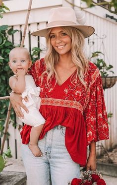 Outfit of the day! ⭐ Must-have items for a boho chic fashion wardrobe update. Featuring An Amy Ethnic Blouse as featured on Pasaboho ⭐ Shop this look with a click! Boho Chic, Bohemian Mode, Hippie Boho, Bohemian Theme, Modern Bohemian, Bohemian Outfit, Bohemian Lifestyle, Bohemian Blouses, Boho Tops