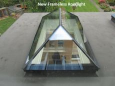 simple roof lantern - Roof Lanterns Gallery - Reflex UK Love it but how do you shade it or can the g. Skylight Design, Roof Skylight, Roof Window, Skylight Shade, Orangerie Extension, Roof Design, House Design, Casas Country, Glass Extension