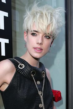 The Agyness Deyn Pixie Haircut. Learn how to cut this classic women's short hairstyle on MHDPro. Start your course today. Wedge Hairstyles, Short Hairstyles For Women, Pixie Hairstyles, Pixie Haircut, Celebrity Hairstyles, Celebrity Pixie Cut, Up The Women, Agyness Deyn, Corte Pixie