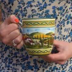 Mug Paesaggio Toscano. Mug with the decoration of the Tuscan landscape. https://italiacrafts.sharetribe.com/en/listings/251445-mug-paesaggio-toscano