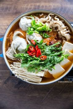 Spicy Korean hot pot with dumplings. It's loaded with super-sized dumplings, kimchi, tofu and mushrooms. Your ultimate comfort hot pot recipe. Hot Pot, Easy Appetizer Recipes, Dinner Recipes, Asian Recipes, Healthy Recipes, Ethnic Recipes, Best Dumplings, Korean Dumplings, Korean Kitchen