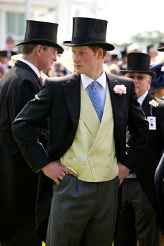 Prince Harry wears a top hat and mourning suit in the Royal Enclosure at The Epsom Derby - June 2011 Prince Harry Of Wales, Prince William And Harry, Prince Harry And Meghan, Royal Prince, Prince And Princess, Lady Diana, Prince Charles, Principe Henry, Princesa Kate Middleton