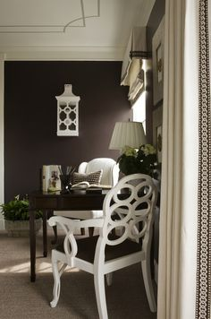 Sitting room with painted ceiling, grey carpet, brown walls, white armchair, white Frances Elkin lacquer chair and white curtains with brown. Style At Home, Home Office, Study Office, White Armchair, Brown Walls, Ceiling Design, Ceiling Detail, Design Blog, My Living Room
